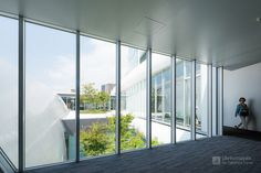 Architect : Azusa Sekkei (設計:梓設計). /  Contractor : Kajima Corporation (施工:鹿島建設).