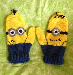 Love the Minions and LOVE this idea! Crochet Baby Mittens, Crochet Baby Blanket Beginner, Crochet Gloves, Crochet Stitches, Love Crochet, Crochet Gifts, Diy Crochet, Minions, Minion Crochet Patterns