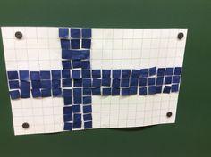 Luokkataistelijan sivulta/ Suomen lippu koodaten, vie sininen lappu oikeaan paikkaan open ohjeiden mukaan.