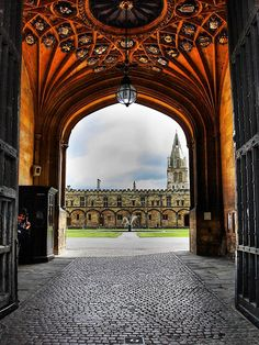 King's College in Oxford this is the college I wanna go to in London:)