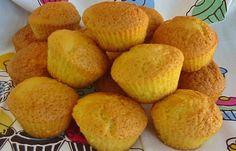 Madalenas de manteiga Ingredientes para 15 madalenas: 4 ovos 125g de açúcar 125g de farinha 125g de manteiga derretida 1 colher de chá de fermento Raspa de 1 limão Preparação: 1. Parta os ovos para uma tigela. Junte o açúcar e bata. 2. Quando estiver um creme fofo, junte a farinha, o fermento, a raspa de limão e …