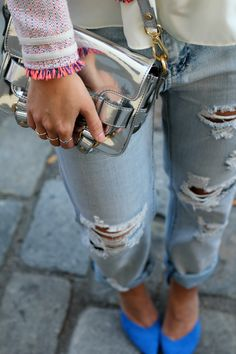Destroyed jeans, tweed jacket, colourful shoes and metallic bag - I love everything about this outfit!