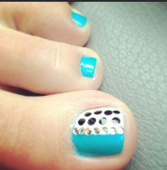 Polka dot toe nail art. I would do more on the other toes though