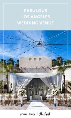 Treat your guests to a romantic, open-air reception at this luxurious oceanside hotel.