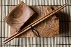 Zestaw do sushi Wooden Ladle, Wooden Plates, Sushi Platter, Carved Spoons, Sushi Set, Japan Design, Wood Bowls, Wooden Kitchen, Cafe Bar
