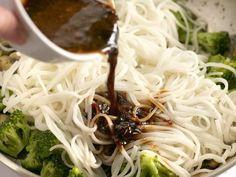 Simple Mushroom Broccoli Stir Fry Noodles Broccoli Stir Fry, Broccoli Rice, Mushroom Broccoli, Stir Fry Noodles, Vegetarian Recipes, Healthy Recipes, Stir Fry Sauce, Frozen Broccoli, Chili Garlic Sauce