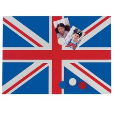 Union Jack Magnetic Notice Board - An incredibly cool way to smarten up a boy's bedroom.    Features: Includes four coordinating magnets.
