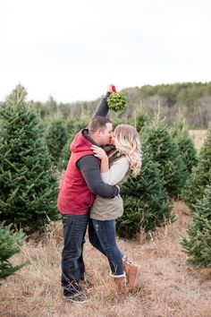 Christmas Tree Farm Engagement Session | www.maisonmeredith.com