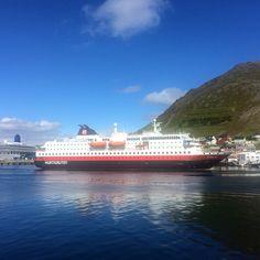 Hurtigruten, Honningsvag, Norway #norway #norvegia #nordkapp #caponord #honningsvag #kel12 #honningsvagnorway #ship #hurtigruten #followme #visitnorway #explorenorway #thisisscandinavia #nave #crociera #fiordi #postale