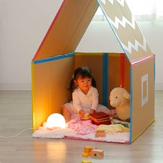 Cardboard Houses For Kids, Cardboard Crafts Kids, Cardboard Toys, Cardboard Playhouse, Creative Activities For Kids, Indoor Activities For Kids, Diy For Kids, Baby Christmas Photos, Drawing Lessons For Kids