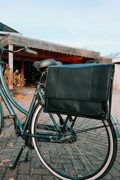 Thanks to the New Looxs attachment system, our leather bicycle bags easily fit on any bicycle. 🚲 You can easily adjust the width of the attachment system to the thickness of your luggage carrier on the back of the bike. You do this by loosening the attachment system with a screwdriver. #new #newcollection #bicyclebags #leatherbicyclebags #TheChesterfieldBrand #chesterfieldbags #leather #leatherbag #cognac #fietsen #Nederland #herfst #fall #autumn #newlooxs Leather Bicycle, Bicycle Bag, Bike, Leather Laptop Bag, Laptop Bags, Leather Bag, The Ch, Briefcases, Autumn