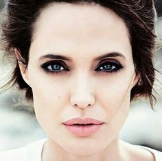 angelina jolie /pretty make-up