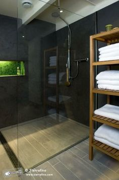 gomera grey tadelakt shower