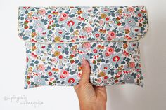 Votre sac à langer sera toujours organisé grâce à cette pochette à couches accompagnée de son matelas à langer. Et lorsque vous ne prévoyez quune petite