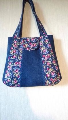 Sewing tutorials clothes upcycling tote bags 50 Ideas for 2019 Denim Handbags, Denim Tote Bags, Denim Purse, Patchwork Bags, Quilted Bag, Bow Bag, Embroidered Bag, Jute Bags, Bag Patterns To Sew
