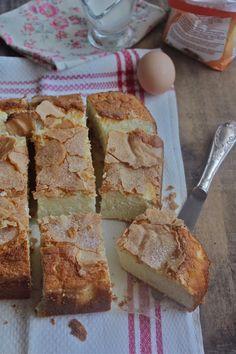 White Galician Cake (Bica) Recipe Desserts with egg whites, sugar, flour, whipping cream, butter Cake Recipes, Dessert Recipes, Brownies, Create A Cake, Meringue Cake, British Baking, Angel Food Cake, Toasted Almonds, Cake Flour