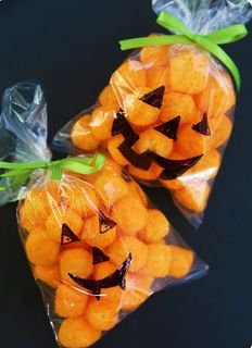 Easy Halloween Classroom Treats Pumpkin Treat Bag for Halloween by Cindy Hopper The post Easy Halloween Classroom Treats appeared first on Halloween Party. Pumpkin Treat Bag for Halloween by Cindy Hopper Halloween Party Kinder, Dulceros Halloween, Halloween Treats For Kids, Adornos Halloween, Halloween Goodies, Halloween Desserts, Holidays Halloween, Halloween Classroom Decorations, Halloween Candy Bags