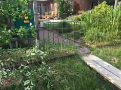 """Wir sind sehr zufrieden mit Ihren Produkten und möchten unsere bisherigen """"Bauten"""" erweitern. Außerdem haben unsere Kinder noch Wünsche, die wir hier mit aufgenommen haben, um Frachtkosten zu sparen. Anbei einige schnelle Schnappschüsse unserer """"Bauvorhaben"""". Obelisk, Simple, Plants, Gardens, Wooden Storage Sheds, Hang In There, Plant, Planting, Planets"""