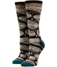 Perch your feet in these ultra soft and buttery crew socks made with a combed cotton construction in a tribal feather print and springy elastic arch support for comfort.