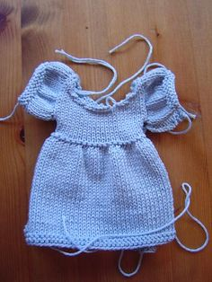 I can knit this beautiful dress just by looking at the picture, looks so easy.