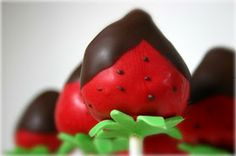SimplySweeter: Chocolate Covered Strawberry Cakepops!