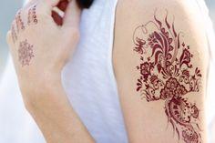 Tolles Flash Tattoo Design in Gold, Silber oder auch im Henna Look. Jetzt zu finden bei Jewel Tattoo, dem führenden Shop in der Schweiz Flash Tattoos, Henna Tattoos, Tattoo Online, Jewel Tattoo, Tattoo Designs, Gold Silber, Shops, Metallic, Jewels