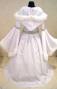 Fur Medieval wedding dress L-XL-2XL 16-18-20 silver par astrastarl