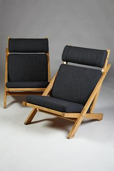 Pair of Easy Chairs, Model Designed by Hans Wegner is part of Furniture - For Sale on Model Pair of easy chairs in oak, flagline and wool upholstery Designed by Hans Wegner for Johannes Hansen, Denmark Furniture Making, Diy Furniture, Modern Furniture, Furniture Design, Plywood Furniture, Hans Wegner, Danish Furniture, Modern Chairs, Modern Armchair