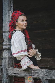 Portul popular din zona Bistrița – Etnotique Folk Costume, Costumes, Floral, Embroidery, Dress Up Clothes, Fancy Dress, Flowers, Flower, Men's Costumes