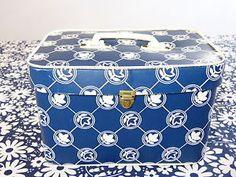 Mallette-vanity-BEBE-FRANCE-plastique-tulipe-fleur-bleu-vintage-annees-60-70 /  Navy blue mod tulip flower decor BEBE FRANCE plastic baby/doll vanity case - French 60s 70s vintage
