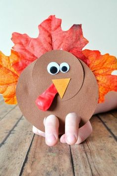 Fun Thanksgiving Finger Puppet Turkey Craft to make with younger children. Retell Thanksgiving stories, put on a play, keep kids entertained while waiting for Thanksgiving dinner! Thanksgiving Preschool, Thanksgiving Crafts For Kids, Thanksgiving Turkey, Thanksgiving Decorations, Thanksgiving Stories, Preschool Crafts, Fun Crafts, Diy Turkey Crafts, Decor Crafts