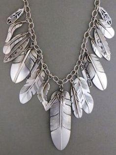 Magnifique collier à plumes