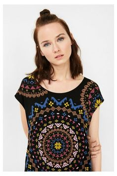 Camiseta negra con mandalas Desigual. ¡Descubre la colección otoño-invierno 2016!