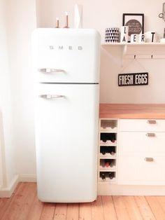 Retro-Kühlschrank der Kultmarke #Smeg in Weiß!  #interior #kitchen #design
