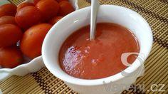 Máte nadbytek rajčat? Připravte z nich rajčatový protlak, který můžete libovolně dochutit a upravovat.