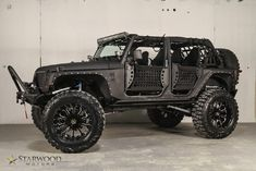 Jeep gone wild. A bit much for my taste, but all in all it's still a jeep, and jeeps are awesome Jeep Jk, 2013 Jeep Wrangler Unlimited, Jeep Truck, Wrangler Rubicon, Cool Jeeps, Cool Trucks, Cool Cars, 4x4 Trucks, E90 Bmw