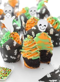 Halloween swirl cupcakes with mile high buttercream! Swirl Cupcakes, Baking Cupcakes, Fun Cupcakes, Cupcake Recipes, Cupcake Cakes, Dessert Recipes, Desserts, Cupcake Ideas, Holiday Cupcakes