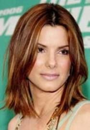 Sandra Bullock wakes up like this, wish hair cuts were this easy Classic Hairstyles, Celebrity Hairstyles, Pretty Hairstyles, Sandro, Sandra Bullock Hair, Medium Hair Styles, Short Hair Styles, Medium Hairs, Hair Pictures