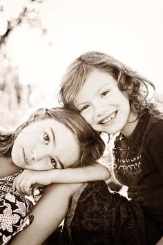 pose with sister // family and sibling photography Sibling Photography Poses, Sister Photography, Sibling Poses, Children Photography, Portrait Photography, Siblings, Family Photo Sessions, Family Posing, Family Photos