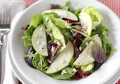 Can you say spring? YUM!! Hallelujah Diet Mixed Greens with Apples   #apples #saladrecipe #spring