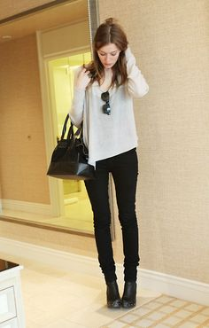 Casual top and skinny jeans.