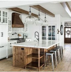 40 Modern Farmhouse Kitchens Design Ideas To Change Your Kitchen Style - Modern . 40 Modern Farmhouse Kitchens Design Ideas To Change Your Kitchen Style - Modern farmhouse kitchens - Home Decor Kitchen, Interior Design Kitchen, New Kitchen, Kitchen Decorations, Awesome Kitchen, Farm Kitchen Ideas, Interior Door, Hidden Kitchen, Kitchen Hacks