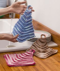 Yarnspirations is the spot to find countless free intermediate crochet patterns, including the Red Heart Mitered Dishcloths. Browse our large free collection of patterns & get crafting today! All Free Crochet, Knit Or Crochet, Crochet Crafts, Easy Crochet, Crochet Projects, Irish Crochet, Crochet Towel, Crochet Dishcloths, Knitting Patterns