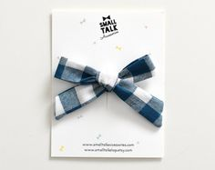 This black gingham bow is versatile and can be worn in different ways. The perfect addition to your babes outfit! Each bow is machine sewn, tied and finished with a hand stitch so they wont get untied. The clips are not glued to the bows so you can easily switch sides or replace them with different clips. Measurements: 2 3/4 (7cm) on a 1 3/8 (3 1/2cm) long alligator clip or 1 1/2 (4 cm) silver mini snap hair clip (best for babies). Every hand tied bow comes on a cute displ...
