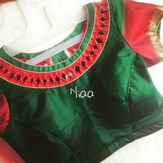 New Saree Blouse Designs, Patch Work Blouse Designs, Salwar Neck Designs, Simple Blouse Designs, Sari Blouse, Blouse Styles, Sari Design, Designer Blouse Patterns, Cute Blouses