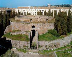 Giulia la figlia di Augusto morì in esilio diseredata dal padre e non fu sepolta nel Mausoleo