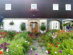 Květiny u domku