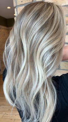 Silver Blonde Hair, Blonde Hair Shades, Pearl Blonde, Honey Blonde Hair, Blonde Hair Looks, Blonde Hair With Highlights, Platinum Blonde, Medium Hair Styles, Long Hair Styles
