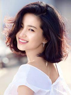 Skin Dermatologist, Kim Tae Hee, Body Gel, Sensitive Skin, Asian Beauty, Movie Stars, Asian Girl, Short Hair Styles, Korea