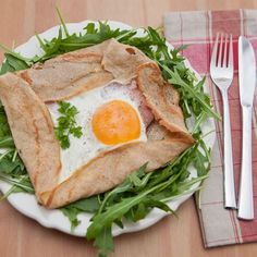 Galette jambon champignon oeuf - 4 SP - Taste me again Galette Complete, Wine Recipes, Bread Recipes, Griddle Cakes, English Food, Savory Breakfast, Gluten Free Cooking, Weight Watchers Meals, Relleno